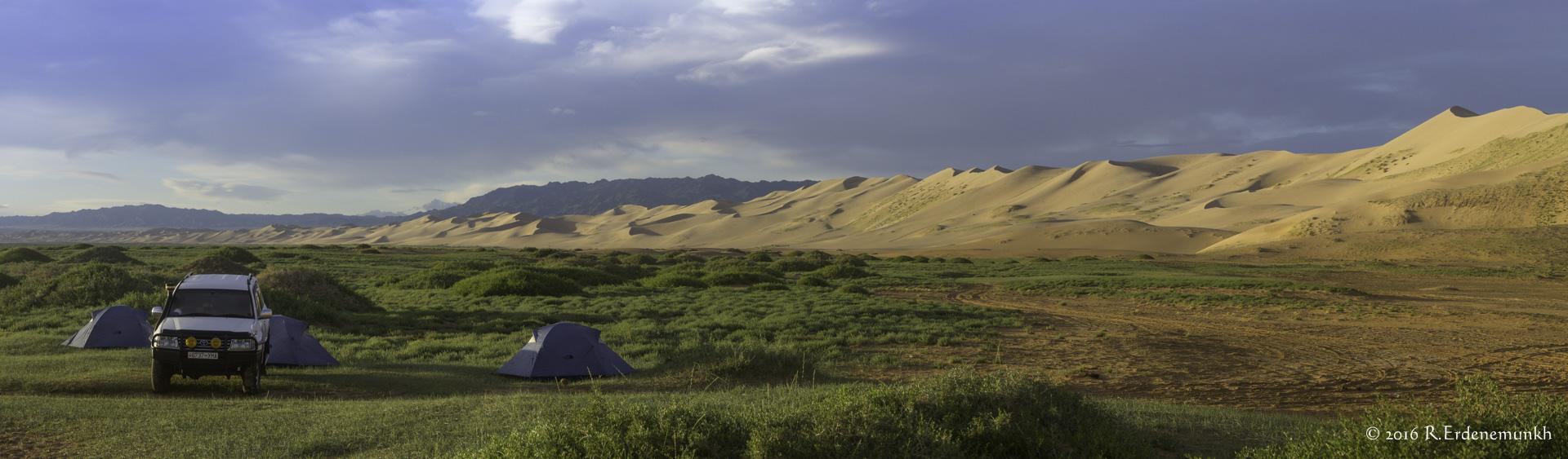 Camping at Khongoriin Els